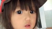 "<p>Perkenalkan ini Issan,<a href=""https://news.detik.com/foto-news/4264557/senyum-ketegaran-jihan-bocah-korban-gempa-sulteng-yang-viral"" target=""_blank"">balita</a> asal Thailand yang sempat viral berkat wajahnya yang mirip boneka. (Foto: Facebook/tawan.techa)</p>"