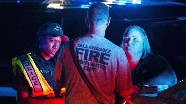 Kepolisian AS mengumumkan pelaku penembakan yang menewaskan 12 pengunjung bar di California bernama Ian Davaid Long, mantan anggota marinir.