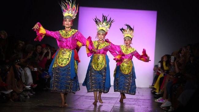 Kelas tari yang diselenggarakan Belantara Budaya digelar setiap hari Sabtu pukul sepuluh pagi.