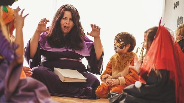 Rupanya, dongeng bisa membuat anak gemar membaca lho, Bun. Simak penjelasan ahli ini, yuk.