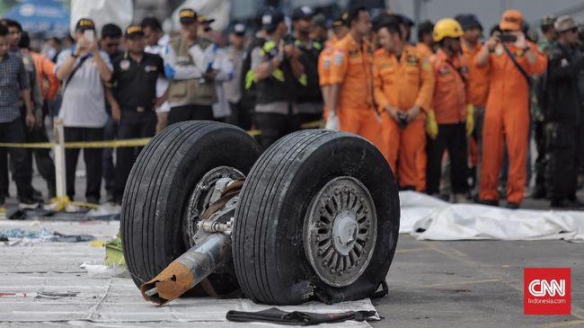 Pihak berwenang Indonesia menyebut kesalahan desain pesawat menjadi salah satu penyebab jatuhnya Lion Air JT610 Boeing 737 MAX 8 di Laut Jawa, Oktober 2018.