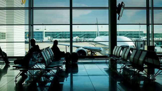 Meski harga avtur telah diturunkan dan petisi sudah diajukan, hingga kini masih tak jelas apa penyebab mendadak harga tiket pesawat yang meroket.