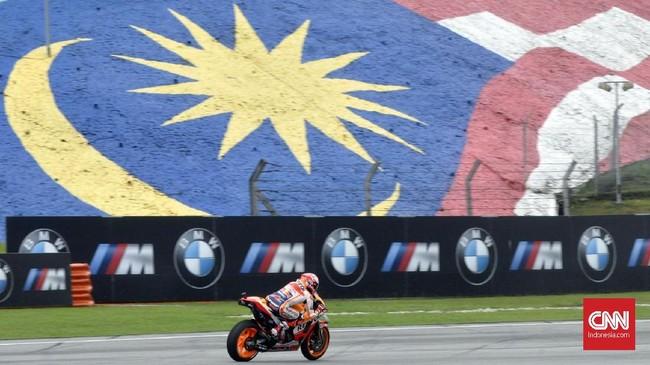 Berbagai momen terekam saat sesi latihan bebas dan kualifikasi MotoGP Malaysia 2018 pada Sabtu (3/11). Termasuk Marc Marquez yang terkena penalti.