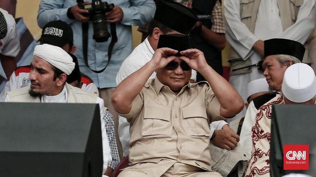 Prabowo mengatakan korupsi di Indonesia ibarat kanker stadium empat. Di saat yang sama, kemiskinan rakyat diklaim Prabowo terus meningkat.