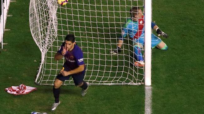 Dua gol Luis Suarez sukses mengantar Barcelona menang 3-2 atas Rayo Vallecano pada pekan ke-11 Liga Spanyol di Stadion Vallecas Teresa Rivero, Sabtu (3/11).