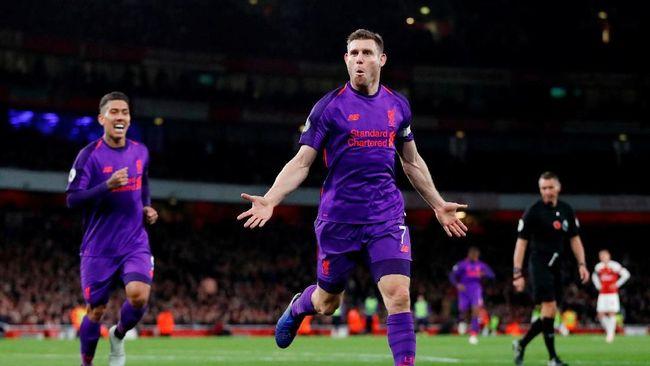 Liverpool berhak memuncaki klasemen sementara Liga Inggris meski hanya mampu memetik satu angka di markas Arsenal, Stadion Emirates, Sabtu (3/11).