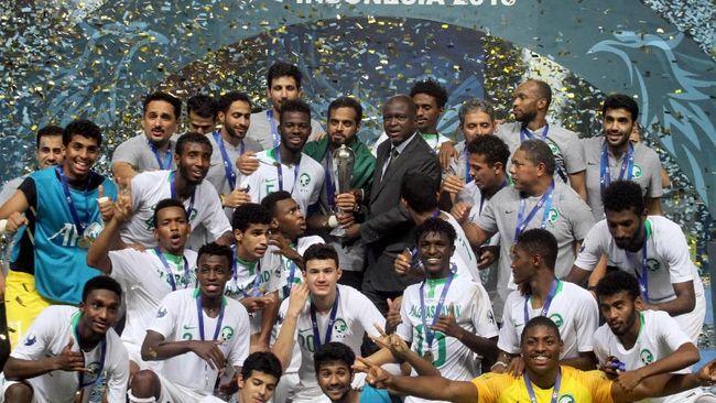 Timnas Arab Saudi keluar sebagai juara Piala Asia U-19 2018 usai mengalahkan Korea Selatan 2-1 pada laga final yang digelar di Stadion Pakansari, Minggu (4/11).