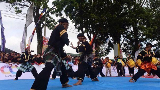 Kota Bukit Tinggi menampilkan budaya Minang yang luar biasa dan memukau pada race pertama Tour de Singkarak (TdS) 2018.