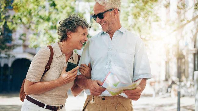 Kaum lansia dianjurkan sering berwisata untuk menghilangkan penat. Berikut beberapa hal yang perlu diperhatikan sebelum pergi melancong.
