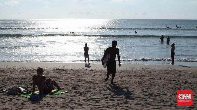 Salah satu risiko datang ke taman atau pantai saat pandemi corona ialah tertular atau malah menulari orang lain.