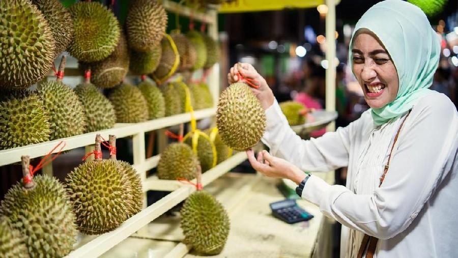 Penyebab Ibu Hamil Sensitif Saat Cium Bau Durian di Pesawat