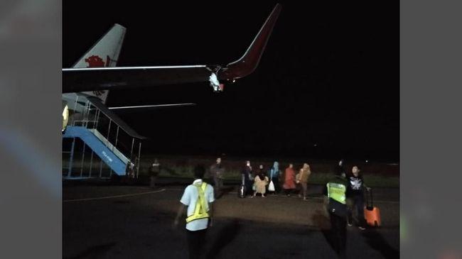 Romidi Karnawan, penumpang Batik Air melihat Lion Air JT633 robek di bagian sayap. Lion Air jurusan Bengkulu-Jakarta itu menabrak tiang sebelum lepas landas.