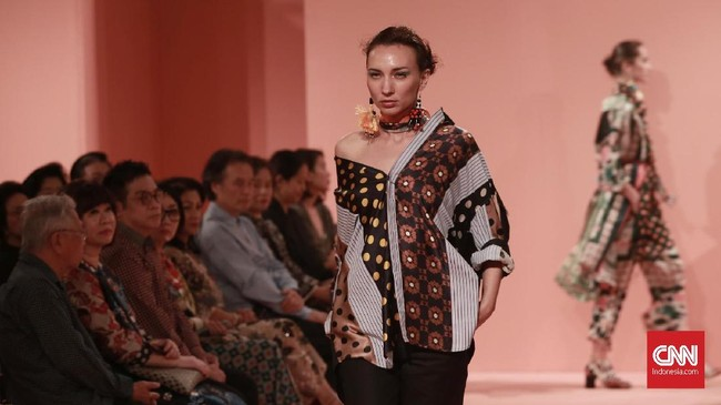 Lini busana ready to wear Studio 133 Biyan merilis koleksi Spring/Summer 2019 bertajuk 'Juxtaposition'.