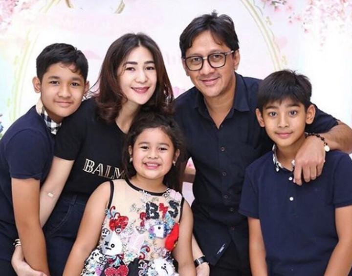 Istri Andre Taulany, Rien Wartia Trigina (Erin) kerap melakukan hal seru bersama anak-anaknya. Seperti apa momen seru Erin dengan anak-anaknya?