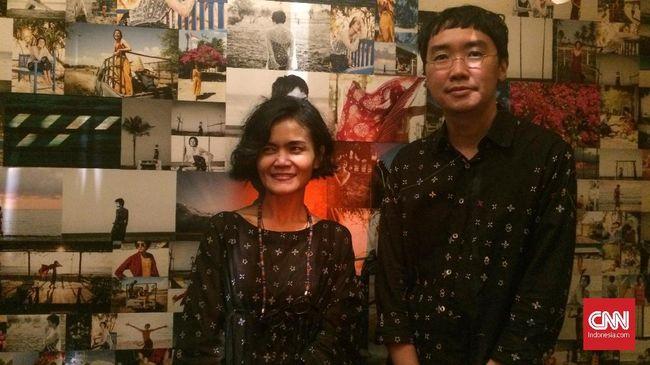 Di tangan Chitra Subiyakto, Hikayat Timun Mas menjelma dalam selembar kain lebar yang indah di Musim Rintik 2018.