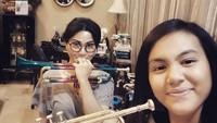 <p>Selain drum, Tamara dan putrinya bisa memainkan trompet, lho. (Foto: Instagram @tamarageraldine74)</p>
