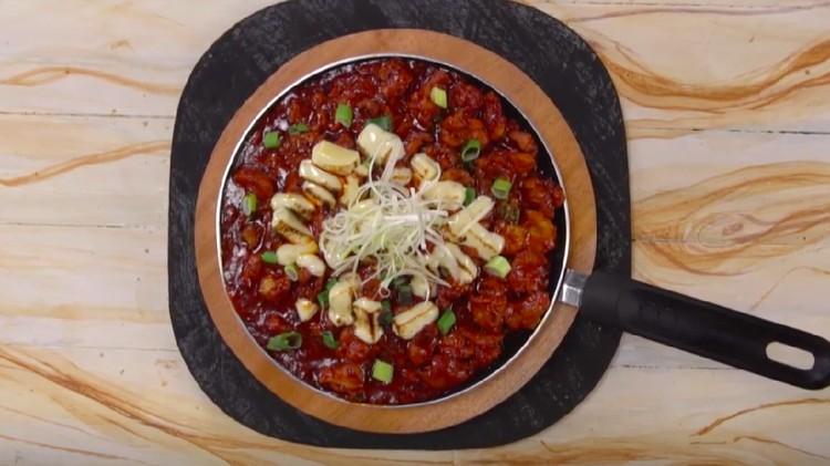 Resep Korean Fire Chicken Mozzarella berikut bisa membawa rasa Drama Korea ke rumah Bunda. Sedaaap!