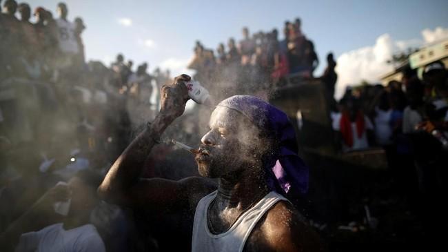 Dalam foto-foto unik pilihan CNNIndonesia.com pekan ini, ada cerita tentang perayaan, parade, dan doa-doa yang dipanjatkan di pemakaman.