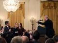 CNN Gugat Gedung Putih Terkait Kasus 'Mic' Jim Acosta