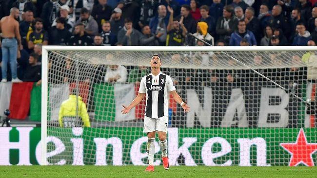 Bintang Juventus, Cristiano Ronaldo menilai timnya seolah memberikan kemenangan pada Manchester United dalam duel Liga Champions.