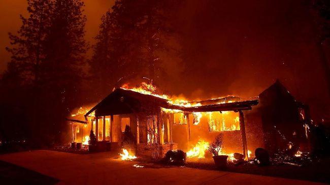 Perubahan iklim dianggap berperan membuat karhutla di California sulit diatasi dan sangat mematikan.