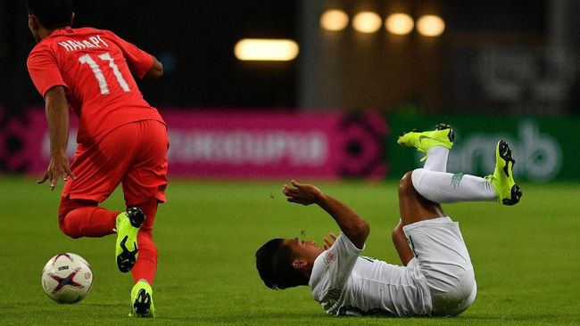 Indonesia tertinggal 0-1 dari Malaysia di babak pertama dalam laga kualifikasi Piala Dunia 2022 di Stadion Bukit Jalil, Selasa (19/11).