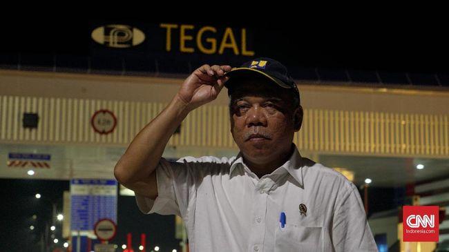 Menteri PUPR Basuki Hadimuljono mengatakan kenaikan lonjakan pemudik menggunakan mobil menjadi salah satu penyebab rest area tol penuh.