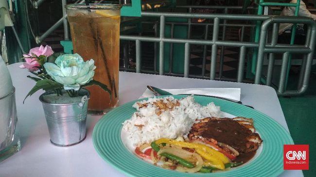 IndoDiner di kawasan Pluit menawarkan tempat bersantap unik dan kekinian untuk berpose OOTD, namun bagaimana rasa makanannya?