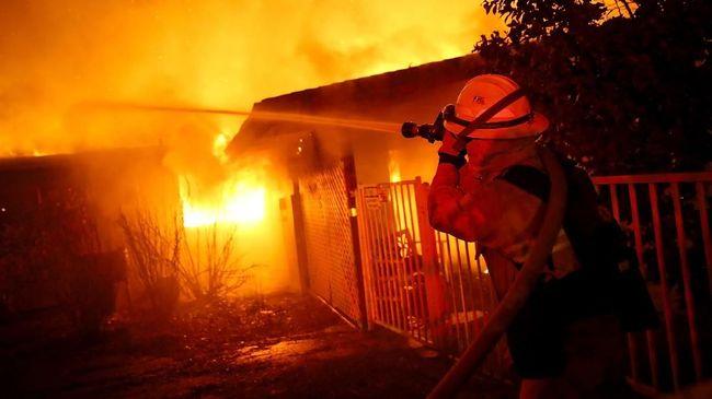 Kebakaran hutan yang terjadi di sebelah utara Negara Bagian California hingga saat ini tercatat sudah menewaskan 23 orang.