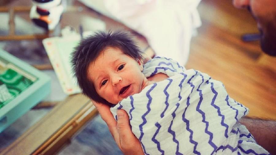 Siklus Rambut Bayi di Kandungan Bisa Alami Kerontokan?