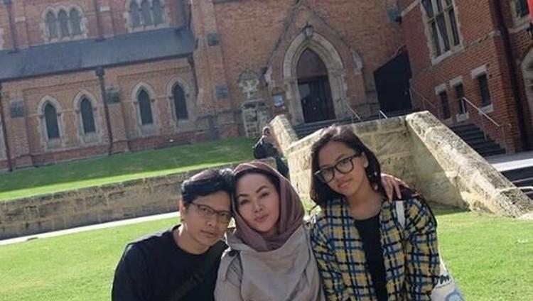 Armand Maulana bangga bukan main pada anak semata wayangnya, Naja, yang diterima di 4 universitas di Inggris. Keren!