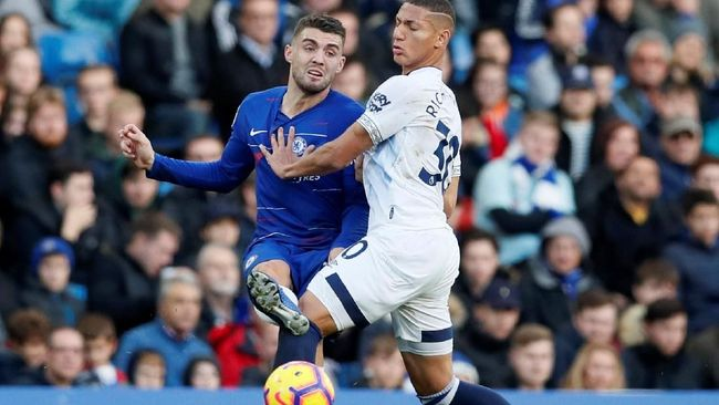 Chelsea ditahan imbang tim tamu Everton tanpa gol pada laga pekan ke-12 Liga Primer Inggris 2018/2019 di Stadion Stamford Bridge, Minggu (11/11).
