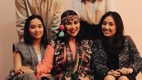 <p>Kompak selalu ya Bunda Titi, Daffa, Stephanie, Salmaa dan Salwaa. (Foto: Instagram/ @stephaniepoetri)</p>
