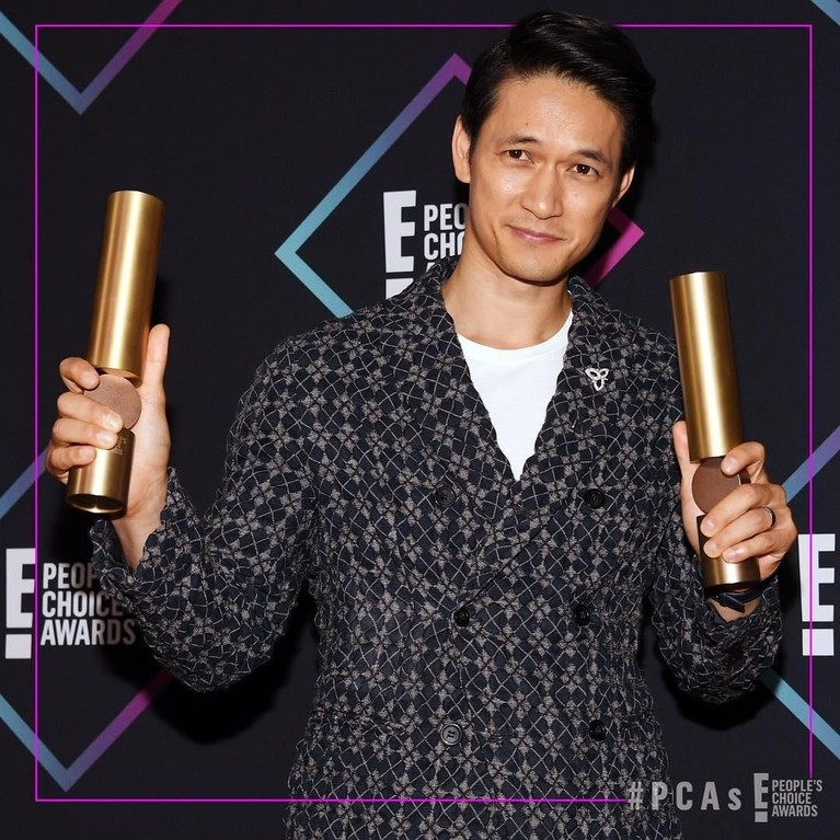Harry Shum Jr. Aktor sekaligus penari ini berhasil merain piala dalam kategori The Male TV Star. Sama hal dengan Katherine, Harry memenangkan piala itu berkat perannya dalam Shadowhunters.