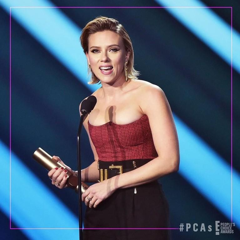 Ajang penghargaan, People's Choice Awards, baru saja dilaksanakan di California, Amerika, Minggu (11/11). Insertizen initp yuk wajah bahagia dari para pemenang.