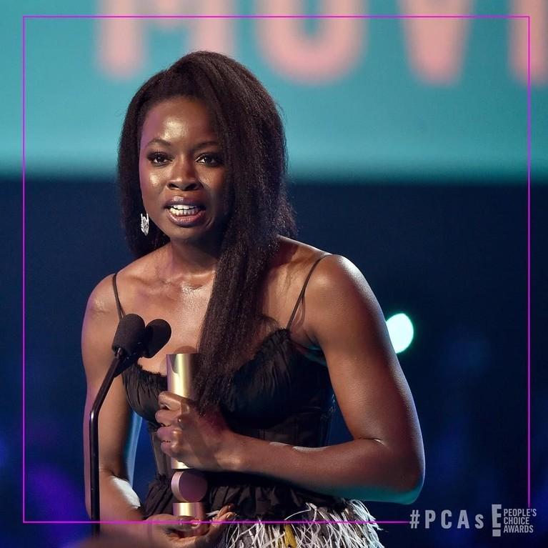 Danai Gurira. Pemeran Okoye dalam Black Panther ini meraih piala dalam kategori The Action Movie Star. Gurira mampu mengalahkan Chadwick Boseman, Chris Hemsworth, Chris Pratt, dan Ryan Reynolds dalam kategori itu.
