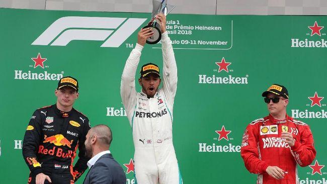 Lewis Hamilton meraih kemenangan di Formula One (F1) GP Brasil di Sirkuit Interlagos, Minggu (11/11) waktu setempat.