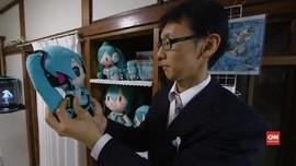 VIDEO: Pernikahan Manusia dan Gadis Hologram di Jepang
