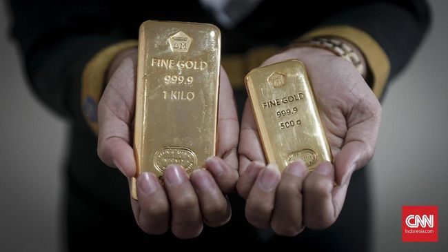 Harga emas PT Antam (Persero) Tbk makin mengilap usai Lebaran 2019. Harga emas Antam naik Rp15 ribu per gram menjadi Rp681 per gram pada Senin (10/6).