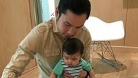 <p>Meskipun sibuk, suami Sandra Dewi, Harvey Moeis tetap menyempatkan waktu menemani si kecil, termasuk mengajak Raphael bermain. (Foto: Instagram/ @raphaelmoeis)</p>