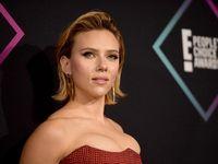 Gaya Seksi Scarlett Johansson Di People's Choice Awards 2018