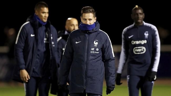 Timnas Perancis menjalani latihan santai jelang pertandingan krusial UEFA Nations League melawan Belanda di Rotterdam, Jumat (16/11).