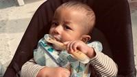 <p>Nyam! MPASI pertama Miles sepertinya lezat banget nih. (Foto: Instagram @chrissyteigen)</p>