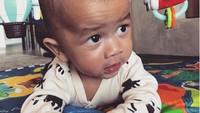 <p>Belajar tengkurap, Miles menggemaskan banget ya? (Foto: Instagram @chrissyteigen)</p>