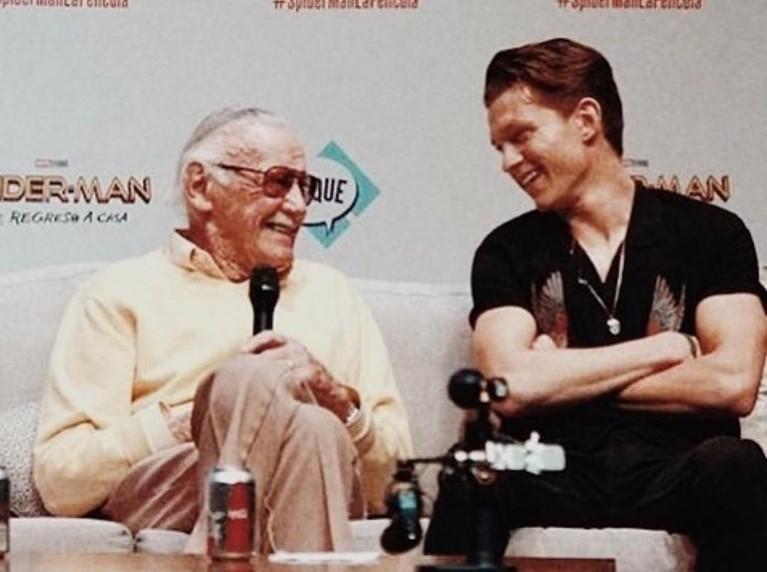 Tom Holland. Dalam unggahannya, pemeran Spider Man itu juga mengatakan sang Bapak Marvel itu telah membuat banyak orang senang dengan karyakarakter-karakter supernya.