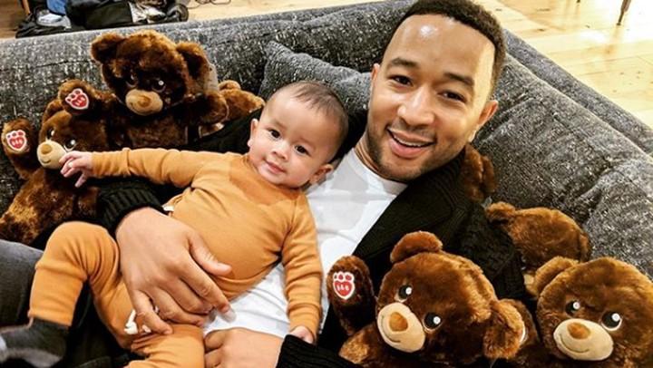 <p>Miles Theodore Stephens atau kerap dipanggil, Miles adalah anak bungsu John Legend dan <a href=