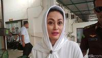 Sisca Dewi Ciptakan Lagu 'pangeran Surga' Untuk Irjen Pol Bs