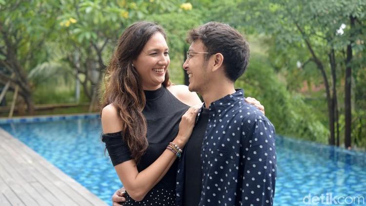 Nadine Candrawinata punya cara sendiri agar pernikahannya dengan Dimas Anggara tetap terjaga. Simak ceritanya yuk.