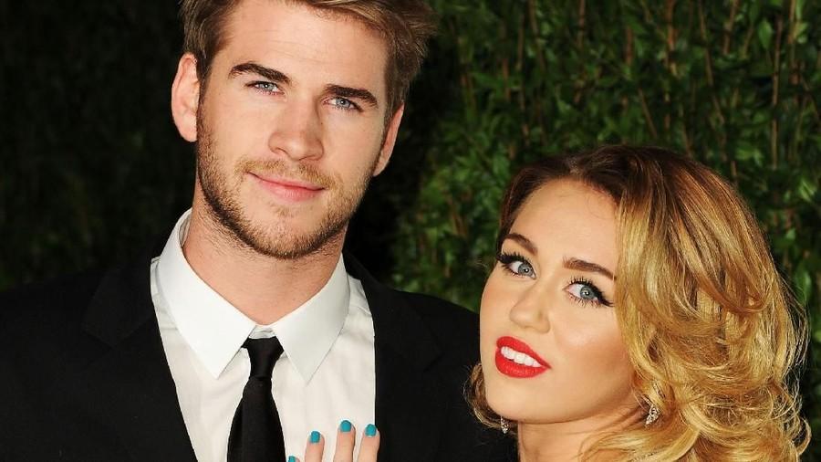 Miley Cyrus & Liam Hemsworth Umumkan Pernikahan Lewat Foto Romantis
