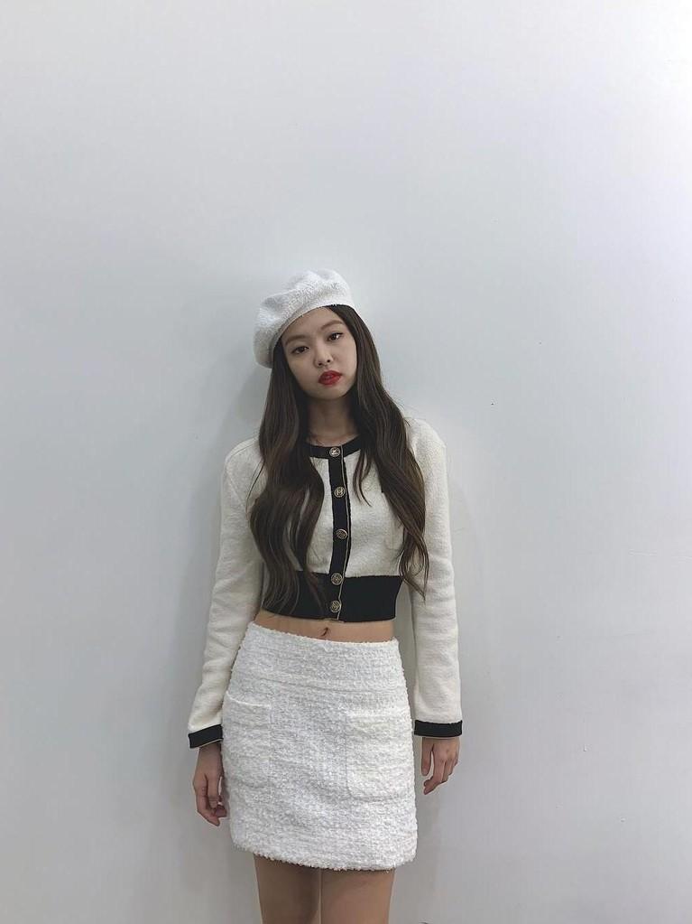 Insertizen setuju kan kalau gaya Jennie BlackPink selalu kece dan cantik di setiap kesempatan? Baru-baru ini Jennie juga dikabarkan akan melakukan solo karier.